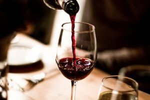 soñar con vino