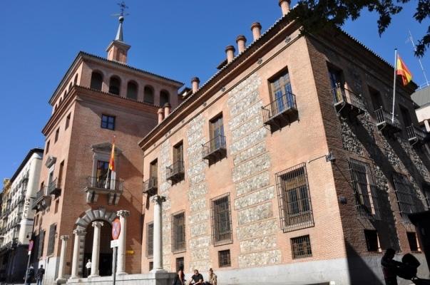 La casa de las siete chimeneas - Casas encantadas en España